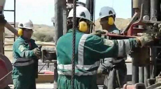 petroleros trabajan