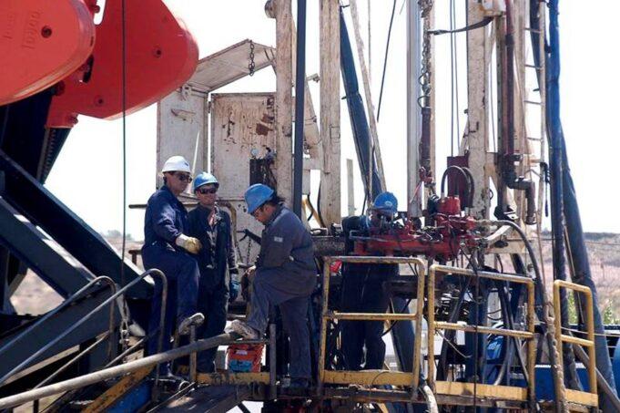 petroleros trabajando---