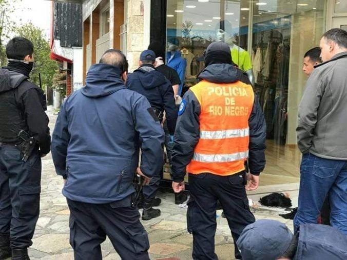 """Catriel25Noticias.com policia-detenido1 Detienen a policía por intento de robo. """"Estamos avergonzados"""". Dijo Weretilneck Destacadas NOTICIAS PROVINCIALES"""