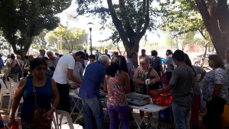 Catriel25Noticias.com feria-productores2 Catriel. Comenzó la feria de productores con buen pronóstico Destacadas LOCALES