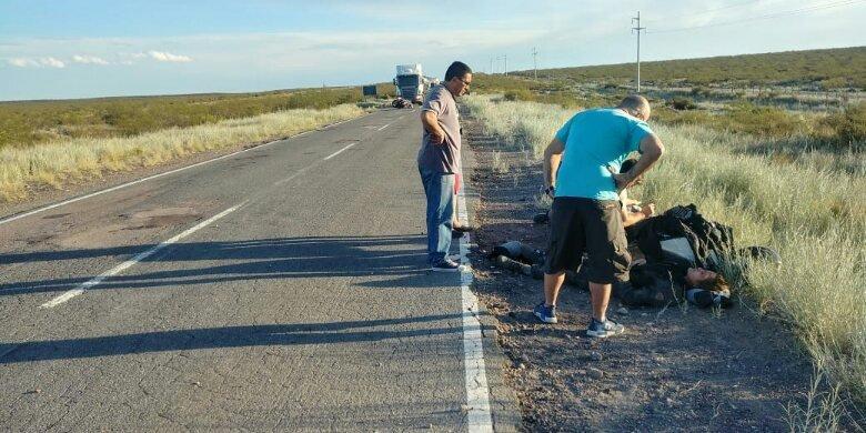 Catriel25Noticias.com ac-moto-puelen1 Ruta 151. Padre e hija viajaban en moto, reventaron una rueda, el hombre murió Destacadas LOCALES NOTICIAS