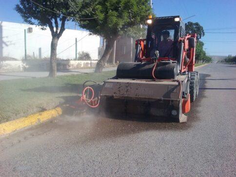 Catriel25Noticias.com barredora1-484x363 Catriel. Municipio prueba barredora LOCALES NOTICIAS