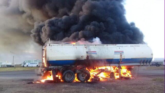 Catriel25Noticias.com camioneros-corte-catriel3-642x363 Crisis petrolera. Camioneros levantó el paro pero siguen los despidos Destacadas LOCALES NOTICIAS