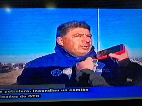 Catriel25Noticias.com camioneros-nota1-484x363 Crisis petrolera. Camioneros levantó el paro pero siguen los despidos Destacadas LOCALES NOTICIAS