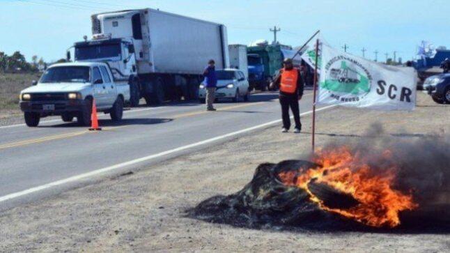 Catriel25Noticias.com cortes-camiones-646x363 Crisis petrolera. Sebastián Caldiero, Secretario de Energía de Río Negro Destacadas NOTICIAS PROVINCIALES