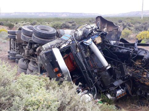 Catriel25Noticias.com 20181111_111738-484x363 Impresionante vuelco de un camión en la ruta 151 Destacadas LOCALES NOTICIAS