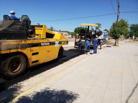 Catriel25Noticias.com asfalto-acceso-sur1-484x363 Catriel. Continúan obras de asfalto Destacadas LOCALES