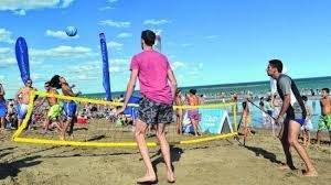 Catriel25Noticias.com las-grutas-playa-juegos Turismo. Con mucha expectativa, largó la temporada de Las Grutas Destacadas PROVINCIALES TURISMO