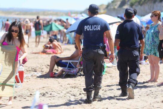 Catriel25Noticias.com policia-las-grutas-545x363 Turismo. Con mucha expectativa, largó la temporada de Las Grutas Destacadas PROVINCIALES TURISMO