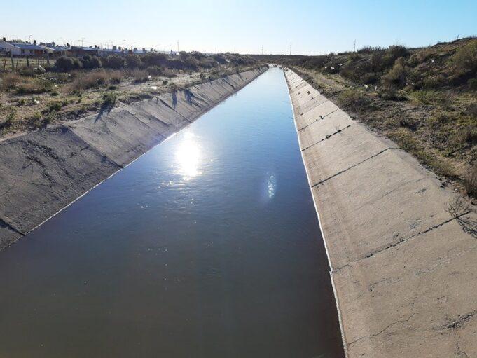 canal de riego cementado