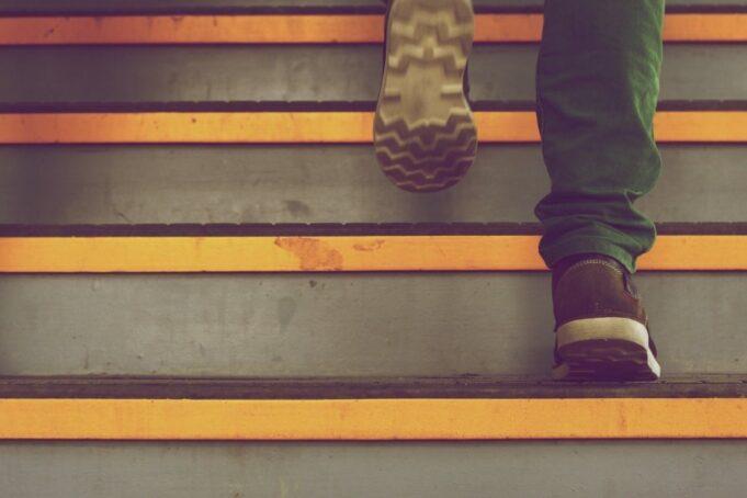 subiendo-una-escalera-Pixabay