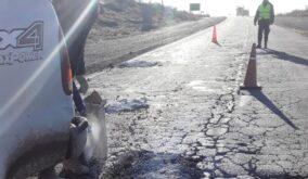ruta 151 bacheo muni1 284x165 - Catriel. Ante ausencia de Vialidad Nacional, municipio repara baches en ruta 151