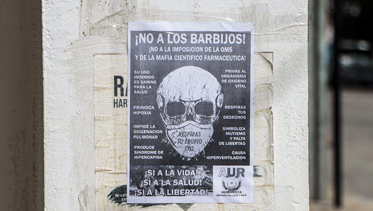 carteles antivacuna 1 - Catriel25Noticias.com