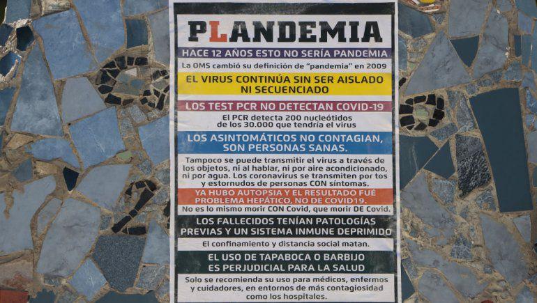 carteles antivacuna 2 - Catriel25Noticias.com