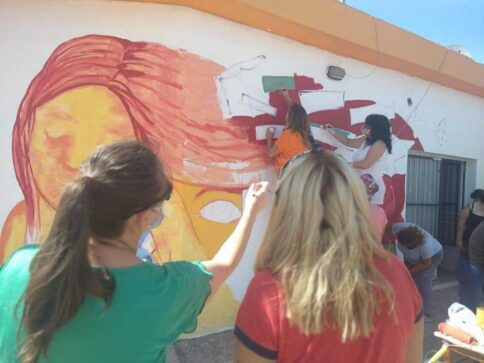 mural mujer - Catriel25Noticias.com