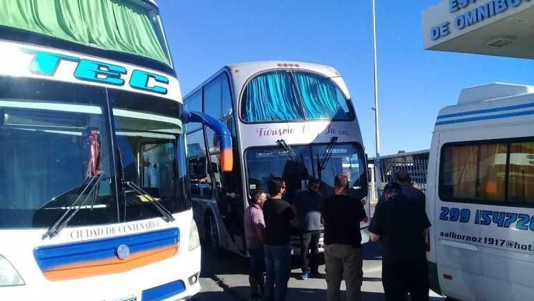 Cipolletti – Neuquén: Transportistas de Turismo bloquean los puentes carreteros