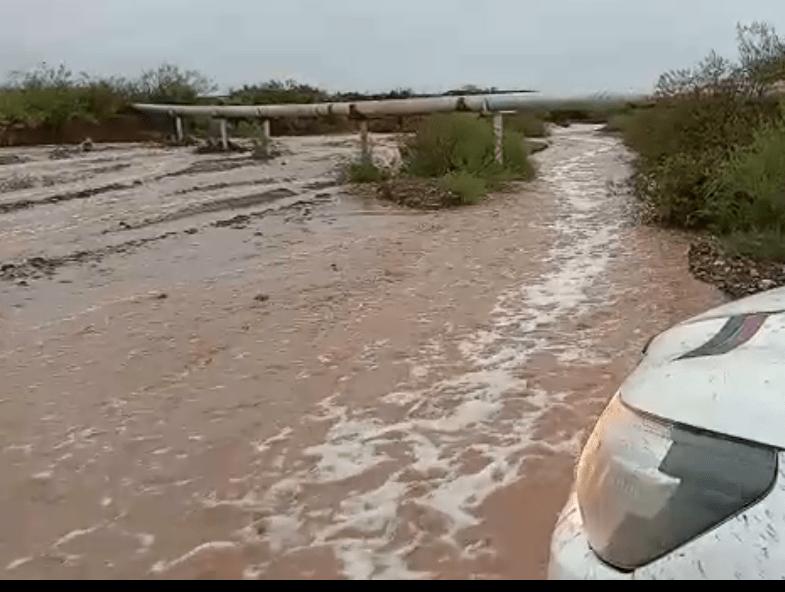 Increíble: rescatan en bote a familia varada en la ruta 57 entre Valle Verde – Rincón de los Sauces