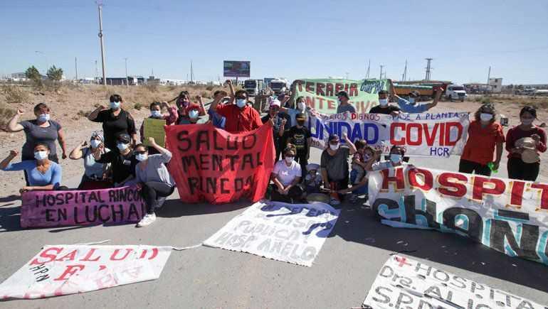 Neuquén. Gobierno ofreció un bono a trabajadores de salud y las rutas siguen cortadas