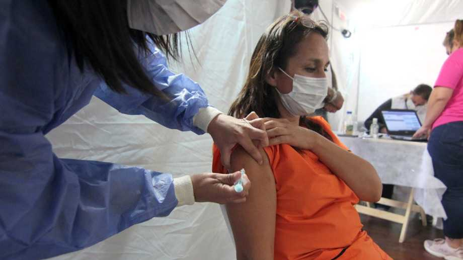 Covid: Río Negro vacunará a personas de más de 40 y 50 sin factores de riesgo