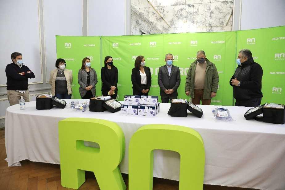 Río Negro: Banco Patagonia donó al gobierno elementos para casos de Covid y anunció líneas de crédito