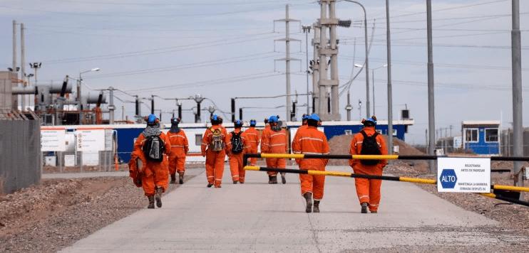 Por la falta de vacunas, petroleros de Río Negro se retiran mañana de los campos