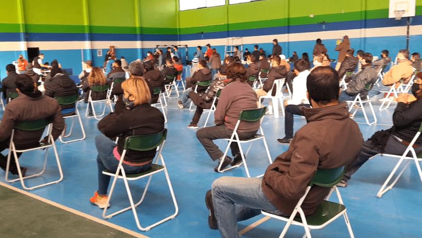 Covid: Con una gran logística, se vacuna en el SUM Municipal de Catriel