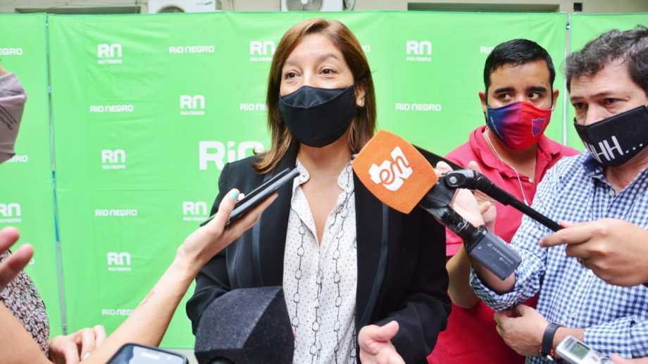 Covid: Carreras anunció el inicio de la vacunación para mayores de 18 años