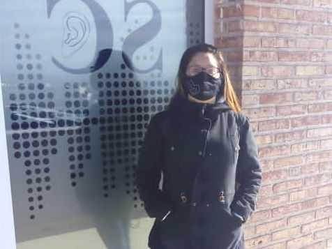Catriel: Vecina que padece hipoacusia ya tiene sus audífonos