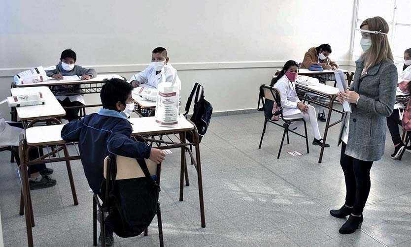 """Piden presencialidad escolar """"sin interrupción"""" y avanzar hacia burbujas con grados completos"""