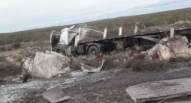 Ruta 151: volcó un camión con productos químicos